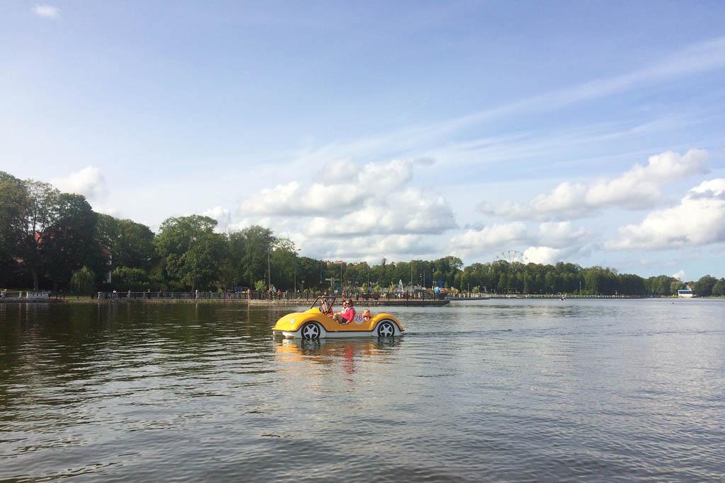 Катамараны на Верхнем озере в Калининграде