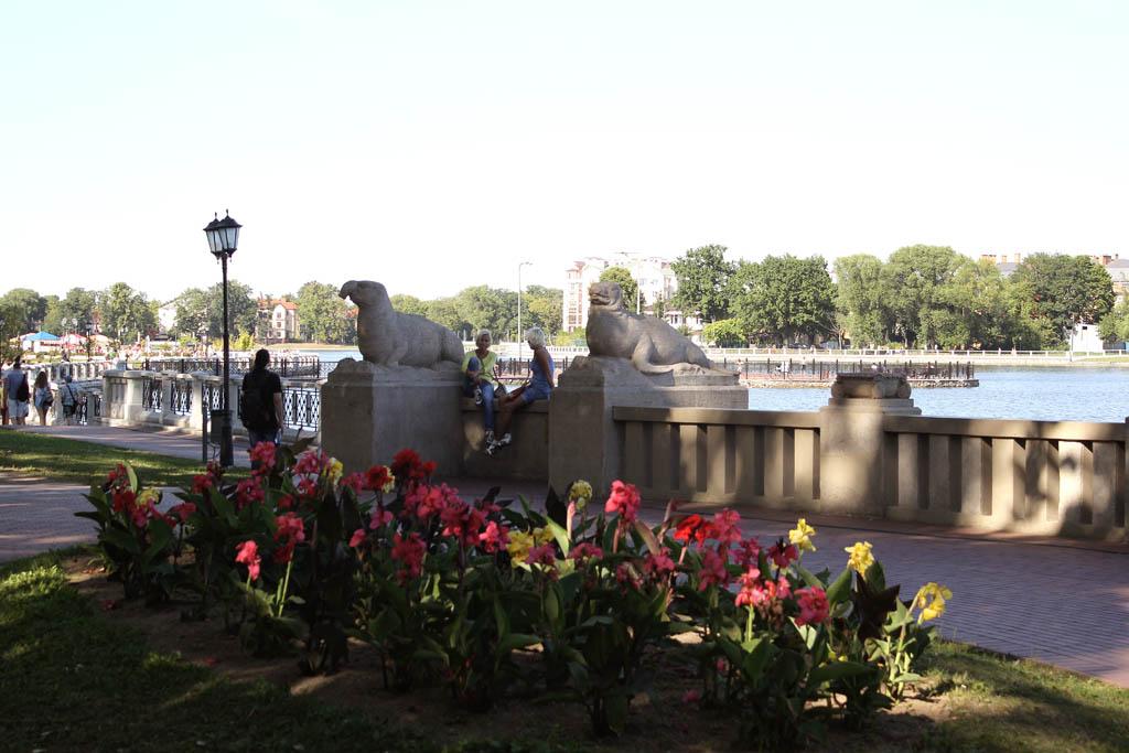 Скульптуры на Верхнем озере в Калининграде