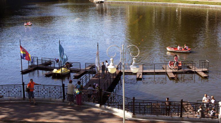 Прокат лодок в парке Юность