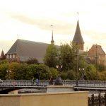 Деревянный мост и вид на Кафедральный собор
